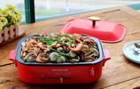 海鮮燜鍋,原來做法這麼簡單,十來分鐘做1鍋,好吃到配料也搶光