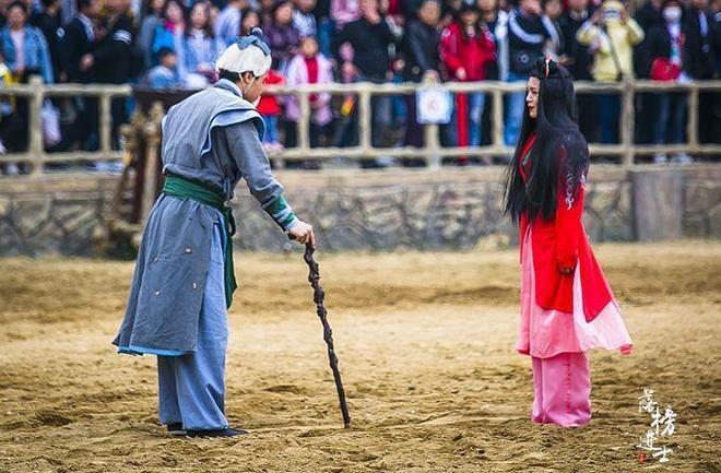 武漢有華中唯一的草原風情景區,這裡的實景演出吸引了眾多遊客