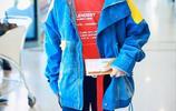 易烊千璽顏值高就是任性,把紅配藍穿的這麼好看也是沒誰了