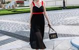 上身特知性優雅的連衣裙,彰顯迷人氣質,完美勾勒凹凸身材