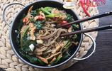 我家最喜歡吃這菜,每週做幾次,當菜又當飯,幾塊錢一鍋總吃不膩