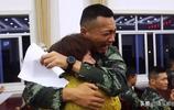 母親千里之外進警營探望兒子 偶然聽到兒子家信 瞬間哭成淚人