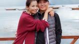 劉濤素顏和王珂晒照秀恩愛,劉濤身上的毛衣火了,這才是嫁給愛情