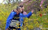 河南14歲男孩患自閉症,媽媽10年寸步不離,坐火車前要喂孩子吃藥