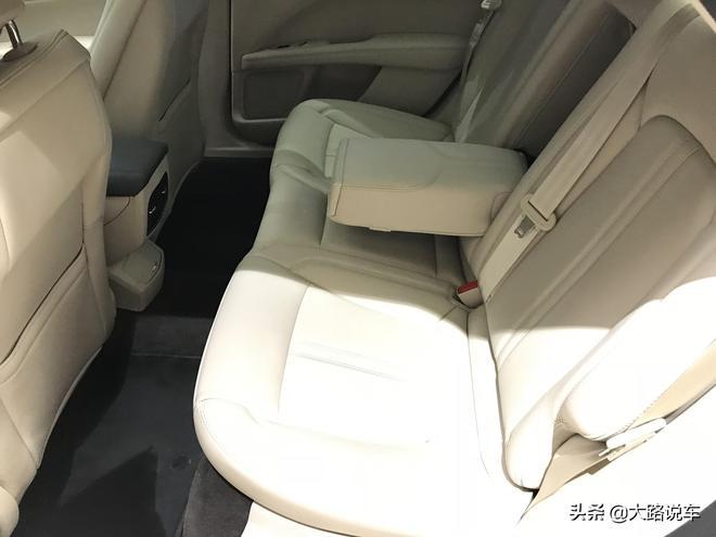 大路探店實拍:新都會豪華轎車林肯MKZ 價格25.58萬起值得買嗎?