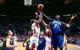 凱文加內特籃下爭搶藍板球瞬間抓拍!
