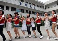 外地戶口的孩子在北京上完小學後回老家上初中,孩子的成績會跟不上嗎?這會對孩子造成較大的心理落差嗎?
