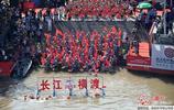 武漢舉辦國際橫渡長江活動 五千餘人橫渡長江