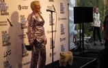 格倫·克洛斯在好萊塢,但她心愛的狗皮普卻搶盡了風頭