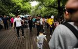 將取代廣場舞?如今公園鬼步舞盛行!大媽,你的廣場舞還跳嗎?