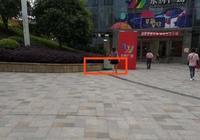 永輝超市門前停車被鎖 車主質疑物業執法權