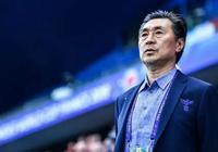 他為中國足球奮鬥了43年,女足出線後流淚,媒體還好意思罵他嗎