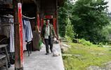 10多戶人家的村子只有8人留守,夫妻倆是長期留守在家的年輕人