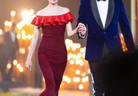 董潔又換新發型,一襲曳地藍裙低調走紅毯,滿分好氣質優雅又高級