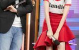 王鷗、楊冪大撞衫,白T恤搭配紅色裙子,你更中意誰? 