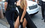 NBA傳奇巨星皮蓬的妻子拉薩-皮蓬逛街,網友:皮蓬在後面幹啥!
