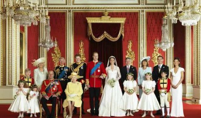 卡米拉在王室拍全家福總找不到人,查爾斯幫她圓了夢