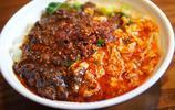 9元三合一勾刀面,肉醬和臊子鋪了滿滿一碗,每一根麵條都油汪汪