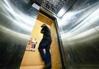 家住電梯公寓的三樓,坐電梯時被人拒載,我想不通,憑什麼啊!