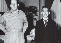 麥克阿瑟統治日本多年,各種羞辱日本天皇,為何臨走時百萬人送行?