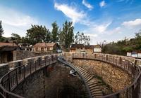 這座古村有一口地下水井,歷時10年才建成,打水要走108級臺階