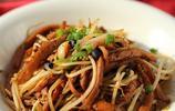 這道千葉豆腐絲炒豆芽做成了香辣口味的快炒菜,味道鮮香美味,下飯真的是一級棒喲