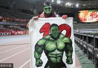 綠巨人胡爾克帶綠巨人面具拿綠巨人旗幟謝場