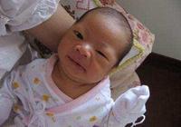 剛滿月寶寶頭皮發炎持續高燒,醫生看了寶寶的頭大罵寶媽無知