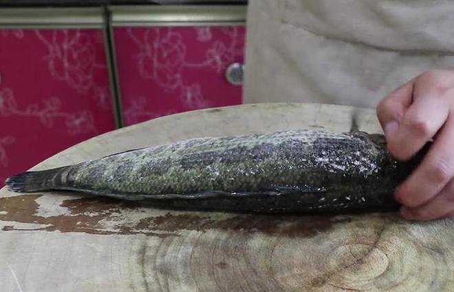 黑魚這樣做,不燉不油炸,椒香濃郁,這味道越吃越上癮