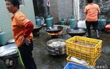 實拍廣州端午傳統龍舟飯:一頓飯吃掉1200只大鵝掌、130斤花肉