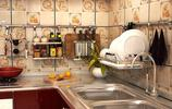 新房交給二舅裝;一進廚房看呆了!佈置的太實用了,全家讚不絕口