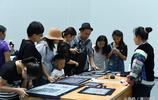 黃金週非遺傳承人現場展示傳統文化技藝,吸引眾多市民圍觀
