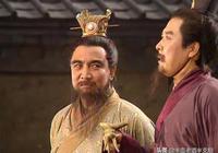 關羽張飛提劍闖入,曹操就知道青梅煮酒自己贏了:劉備必然開溜