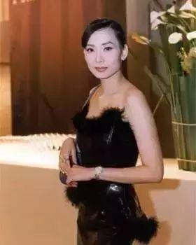 鄺美雲:19歲成亞洲小姐,療傷歌后坐擁五億財富,至今單身