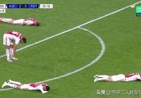 歐冠最心痛一幕:最後時刻被淘汰出局後,阿賈克斯球員都癱倒了