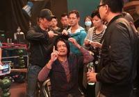前TVB力捧小生拍戲失手令64歲周潤發被爆頭見紅:很內疚!