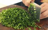 韭菜不用包餃子了,這樣簡單一做,比餡餅好吃還健康,我家經常做