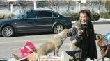 無家可歸老人和狗狗相依為命,有天狗狗不見了老人奔潰了