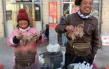 山西一農民選擇擺小攤賣羊雜碎賺錢 兩個孩子上大學家庭很幸福