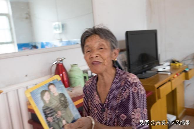 她19歲時被人5塊錢騙到山裡做媳婦,57年沒回過老家,如今生活咋樣