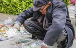 八旬老人農村趕大集沒賣一分錢,說的話讓人心酸落淚!