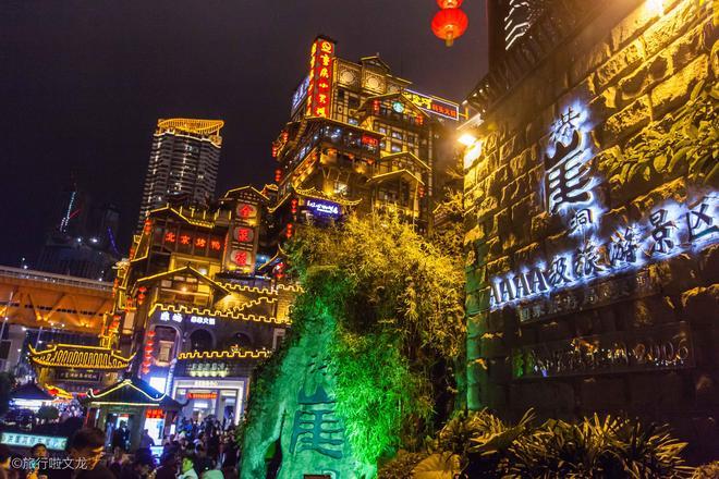 擠爆了的洪崖洞美哭的夜景,難怪成為重慶最網紅的景點
