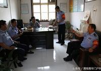 華陰:華陰交警大隊華山中隊組織黨員進社區 服務宣傳同步走