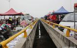 西安一座橋上的集市人氣超旺 每週日開集已有百年曆史
