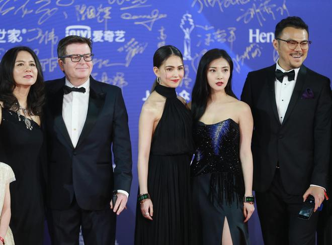 北京電影節紅毯星光熠熠:迪麗熱巴楊紫同場爭豔,胡歌小鬍子搶鏡