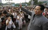 唯一一位扮演毛主席的女性特型演員,受觀眾熱捧,卻不被丈夫理解