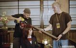 """2003年的經典電影""""殺死比爾""""的幕後場景照片"""
