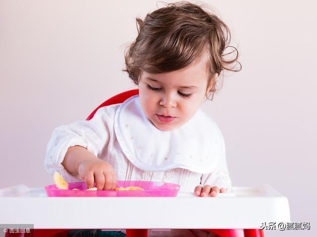 吃過果泥後,寶寶為何拒絕吃米粉了?原來,是吃水果的方式錯了
