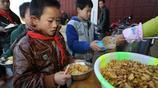 難忘辛酸童年,貴州鄉村學校學生的幸福:中午能吃一頓營養餐
