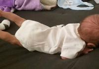 兩個月大的寶寶練習抬頭動作,無意中解鎖了體操天賦,媽媽笑噴了